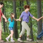 Отдых с ребенком в лесу