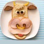Веселое питание для маленького ребенка