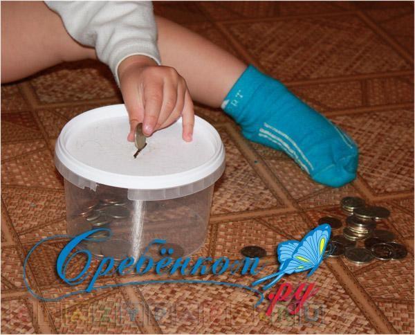 Недорогая игрушка для ребенка своими руками