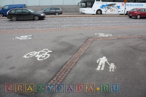 дороги и тротуар в Хельсинки Финляндия, велосипедная дорожка