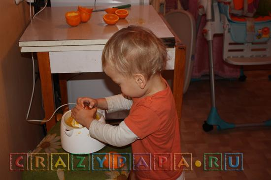 Вслед за этим начинаем не раздумывая выжимать сок! Как сделать утром добрым и бодрым? От сына и дочки!