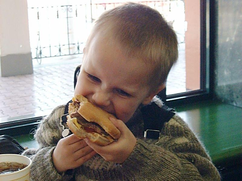 McDonalds и ребенок - фото
