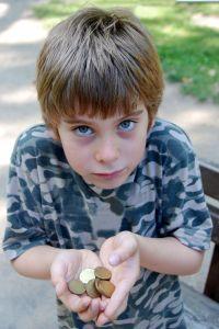 Маленький мальчик и монетки, взято из жизни