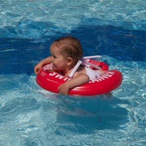 Раннее плавание: в чем польза и есть ли вред?