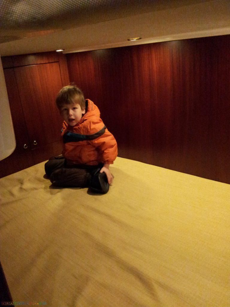 Boat Show 2012 в Москве. Прыгаем по каютам 2х-3х палубных яхт!